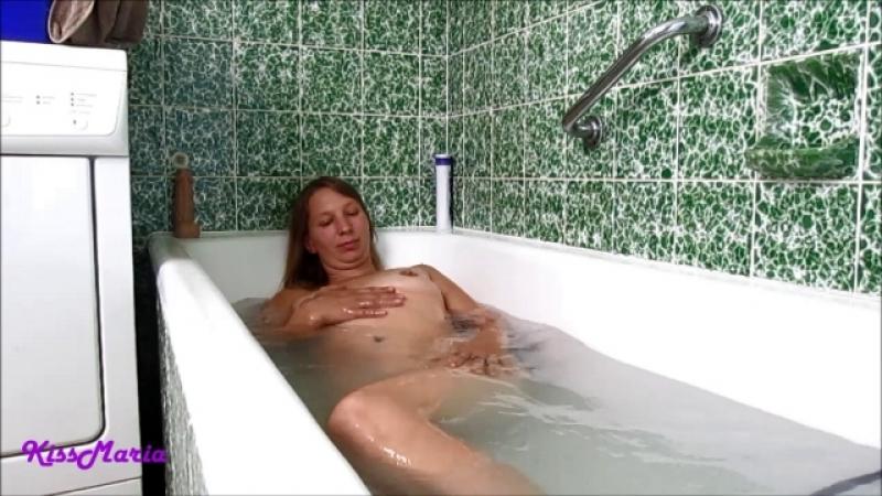 Dildofick in der Badewanne mit KissMaria
