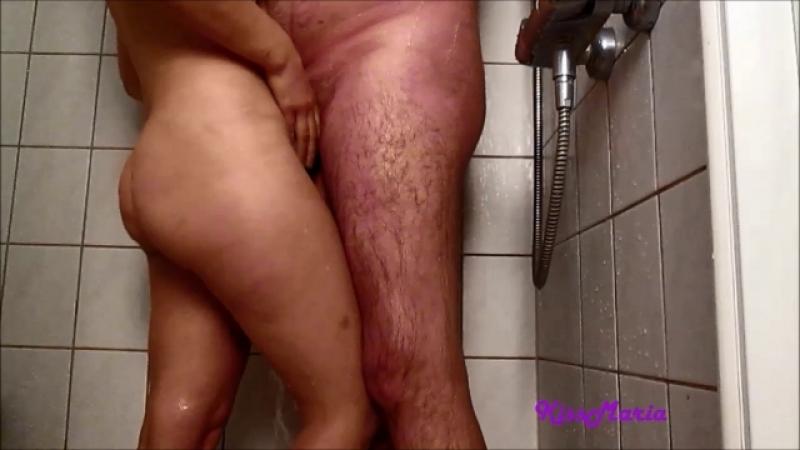 Geiler Blow job unter der Dusche von KissMaria